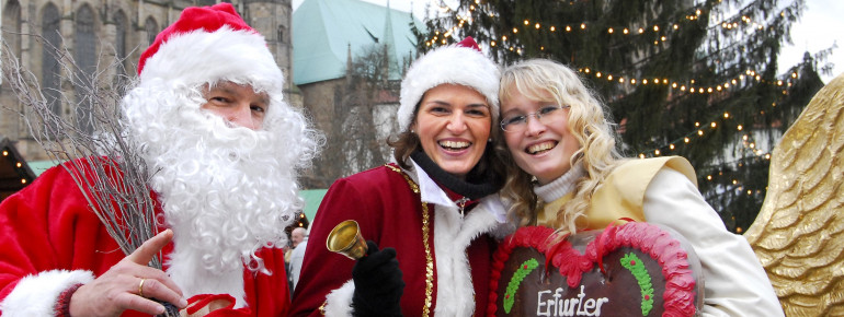 Der Weihnachtsmann und seine Begleiterinnen