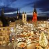 Die Hausmannstürme der Marienkirche werden extra für den Weihnachtsmarkt mit Lichterketten geschmückt.