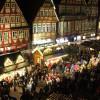 Es gibt zahlreiche Stände mit kunsthandwerklichen Gegenständen, Weihnachtsschmuck oder kulinarischen Spezialitäten.