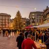 Der Weihnachtsmarkt ist auf verschiedene Standorte in der Stadt verteilt.