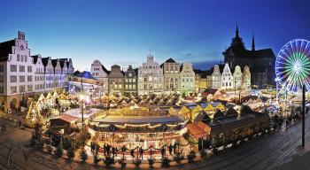 Buntes Treiben auf dem Neuen Markt in Rostock.