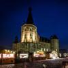 Vor dem Schloss Merode wird das idylische Weihnachtsdorf jedes Jahr aufgebaut.