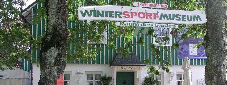 Das Westdeutsche Wintersportmuseum in Neuastenberg ist gut von außen zu erkennen.