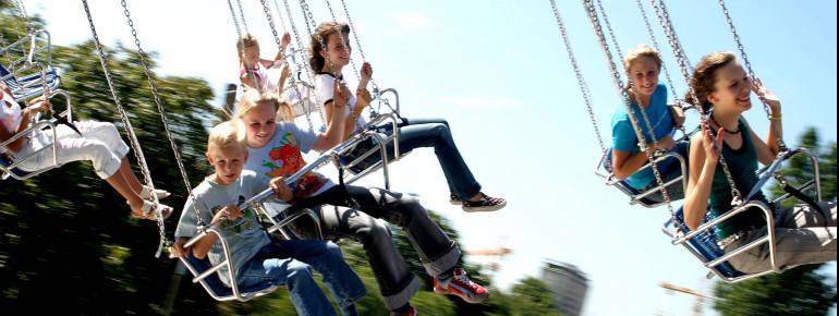 Eine Fahrt mit dem Kettenkarussell? Der Wiener Prater hat für Spaß und Spannung, Action und Kinderabenteuer einiges in petto.