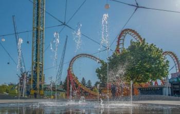 Boomerang, Volare, Megablitz oder Super-Achter-Bahn, Aqua Gaudi und Höllenblitz - die Attraktionen im Wurstelprater heizen ordentlich ein.