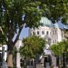 Wiener Zentralfriedhof mit Kirche zum Hl. Karl Borromäus.