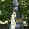 Das Grabmal des Komponisten Josef Strauss befindet sich auf dem Wiener Zentralfriedhof in der Gruppe 32A. Unweit der Karl-Borromäus-Kirche, haben viele Musiker in Ehrengräbern ihre letzte Ruhestätte gefunden.