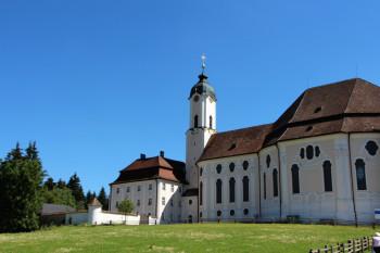 Die Wieskirche bei Steingaden ist eine bedeutende Wallfahrtskirche.
