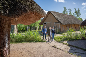 Zum Museum Haithabu gehören sieben rekonstruierte Wikinger Häuser.