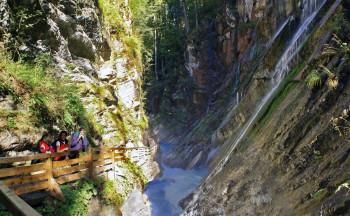Die Tour durch die Klamm bis zum Wimbachgries zählt zu den schönsten Wanderwegen Bayerns.