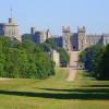 Das Schloss ist idyllisch in die Natur eingebettet