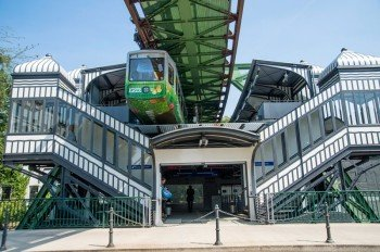 Auf 13,3 Kilometern schwebt die Hochbahn über der Stadt.