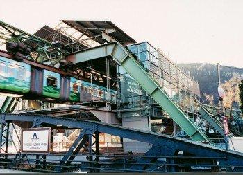 An 20 Stationen können Fahrgäste ein- und aussteigen.