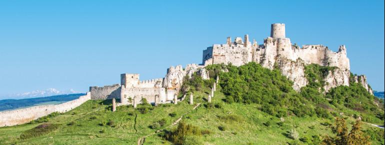 Die Zipser Burg ist eine der größten Burganlagen Mitteleuropas.