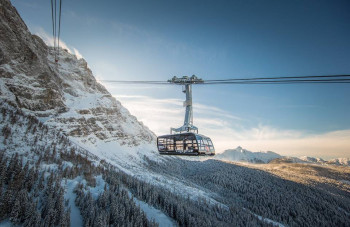 The cable car floats above the valley in a majestic way.
