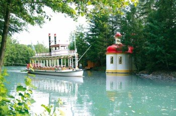 Bayern-Park lake invites you for a boat ride.
