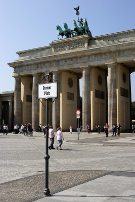 The gate is located on Pariser Platz.