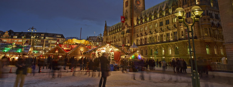 The Christmas market is situated beautifully.