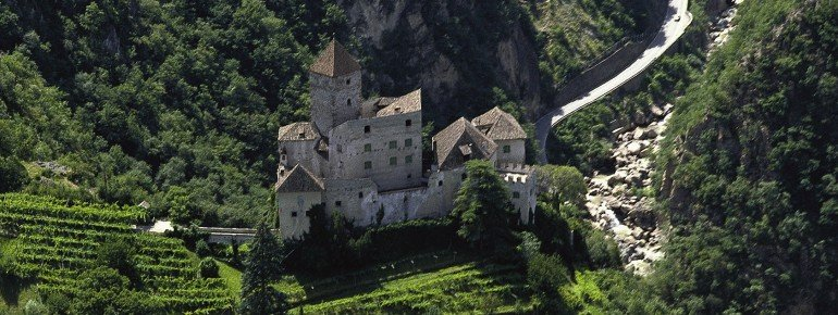 The castle Karneid from above
