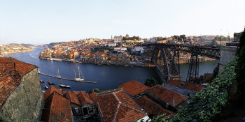 The Dom Luís Bridge connects Porto with the town of Villa Nova de Gaia.