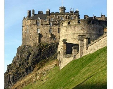 A view from the side shows that the rock was just made for Edinburgh Castle