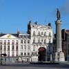 Colonne de la Déesse in the center of the square