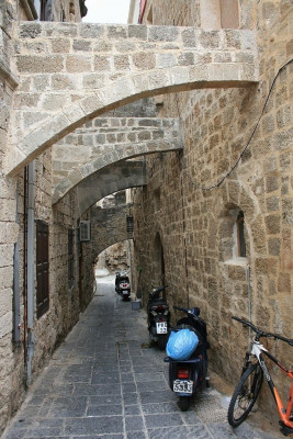 A typical narrow street in the old town of Rhodos