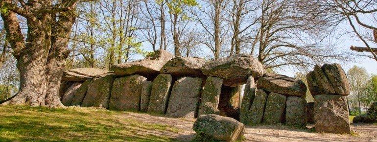 The legendary La Roche-aux-Fées (fairies' rock)
