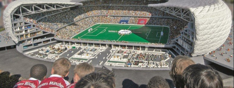 With a surface of 5x4.5 metres, Allianz Arena is one metre high.