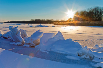 Enjoy the beautiful winter landscape at the icy Müritz during the cold months.