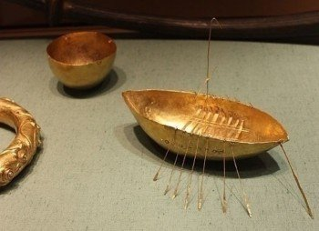 National Museum of Ireland: the golden Broighter Hoard