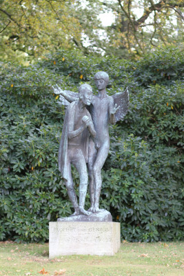 Near the main entrance stands the bronze sculpture Prophet and Genius by Gerhard Marck.