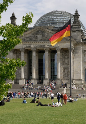 The building is dedicated to the German people.