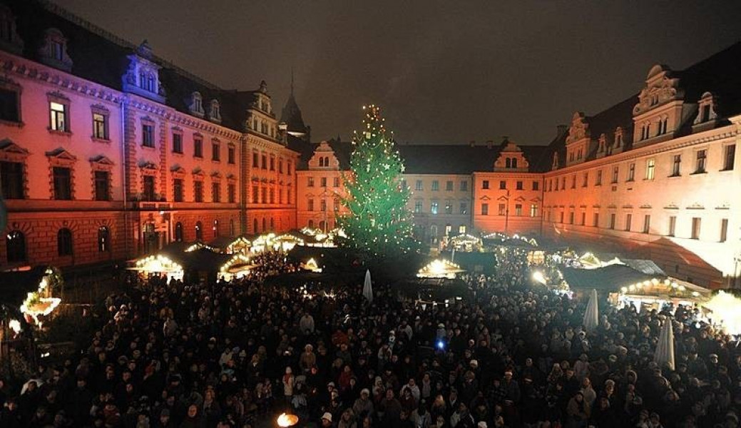 romantic christmas market at schloss thurn und taxis tourist attraction regensburg. Black Bedroom Furniture Sets. Home Design Ideas