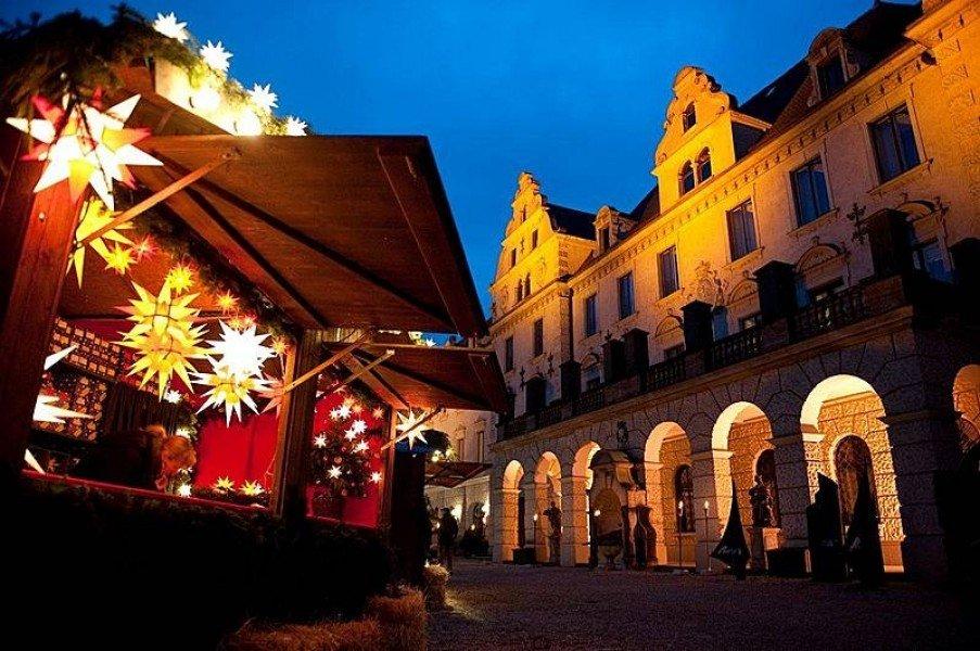 romantic christmas market at schloss thurn und taxis tourist attraction regensburg. Black Bedroom Furniture Sets. Home Design Ideas