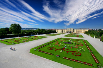 Enjoy the Great Parterre at a tour through the park.