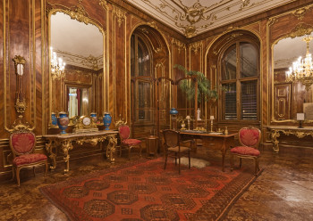 The Walnut Room was furnished with wooden panelling and served as an audience room.