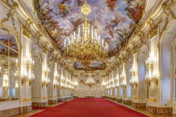The Great Gallery was used for receptions, balls and as a banqueting hall, as it provided the ideal setting due to its enormous size.