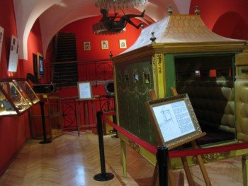 """Larger exhibits, like this """"box"""", are explained in various languages with the help of well sketched charts."""