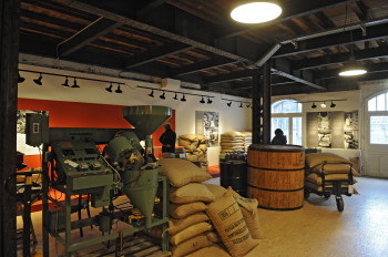 Journey back in time with a visit at Speicherstadtmuseum.