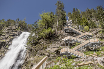Visit the natural spectacle and climb 700 steps.