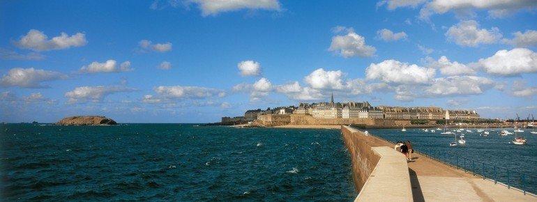 Take a splendid walk along the battlements