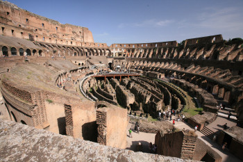 The ruins of the Colosseum still give a good impression of how the amphitheater used to look like.