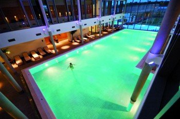 The freshwater indoor pool in the Fontane Therme bathing world