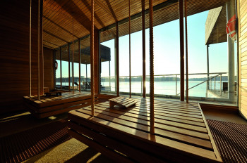 The lakeside sauna offers a fantastic view of Lake Ruppin