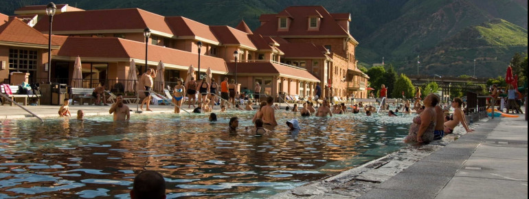 The pool lies in the heart of the Rocky Mountains