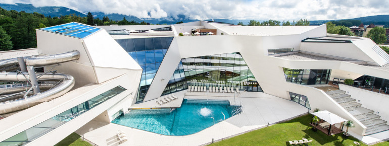 The architecture of the Kärnten Therme is unique. A modern world of experience awaits visitors on 11,000 square meters.