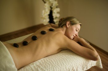 Hot stone massages are of course also in the repertoire of the wellness team.