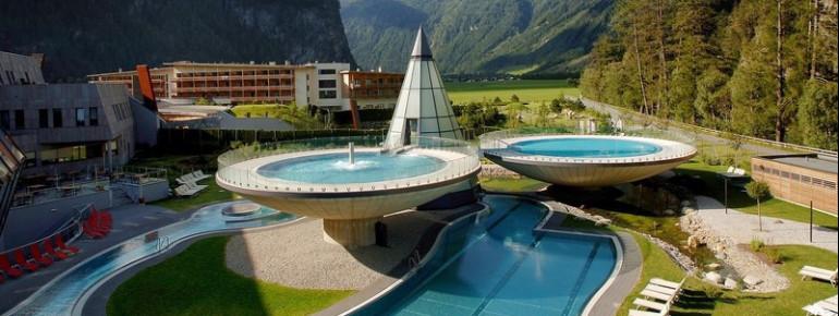 Der Aqua Dome in seiner herrlichen Umgebung.