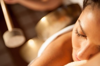 Beauty-Treatment mit Klangschalen